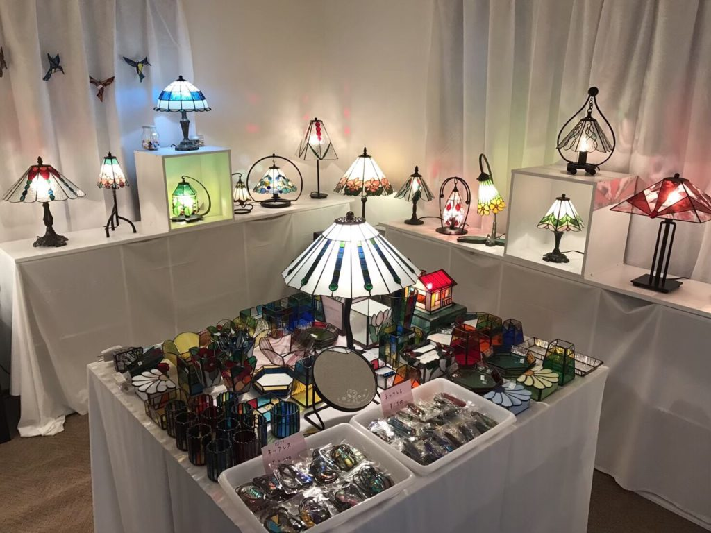 ステンドグラス風のランプ ランプの家 様
